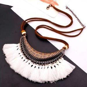 🛍2/$25 NEW Antique Gold & White Fringe Necklace